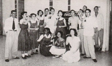 tt-instituto-alumnos-patio1951.jpg